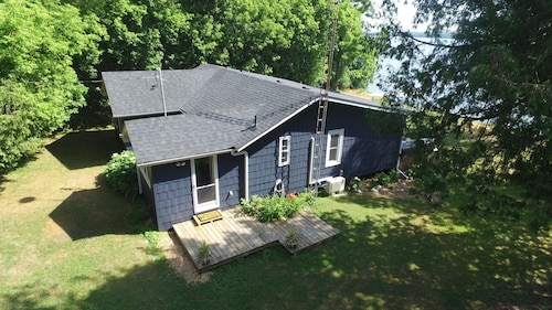 Tranquil Newly Renovated 4 Bedroom Lakefront Cottage on Balsam Lake