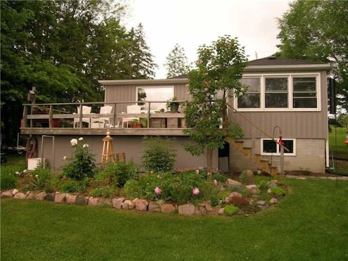 Beautiful 4 BR Waterfront Cottage In Kirkfield, 35 Mins To Oshawa, Pool Table