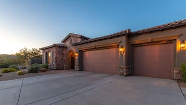 Luxury Home,  Resort backyard, pool, outdoor kitchen, mountain views & privacy!