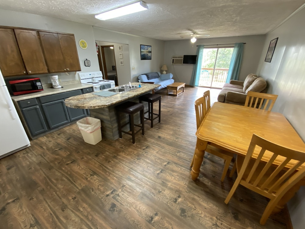 Private Kitchen, Hickory Grove Hideaway Cabin 10