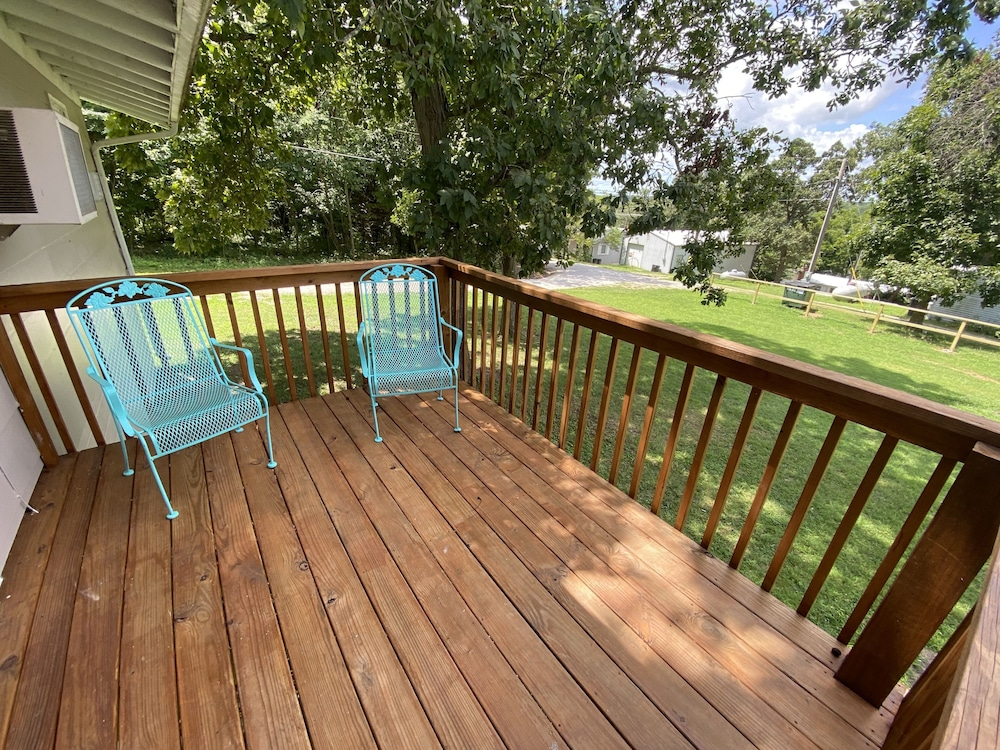 Balcony, Hickory Grove Hideaway Cabin 10