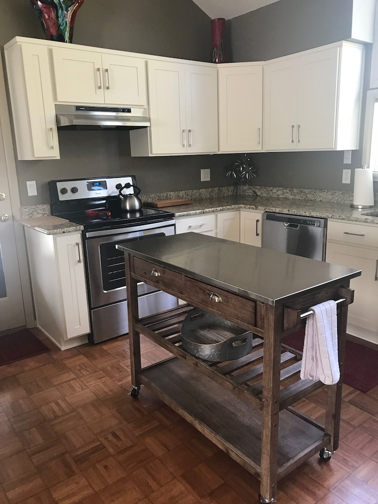 Private Kitchen, Artist's Loft Near Historic Downtown Prescott