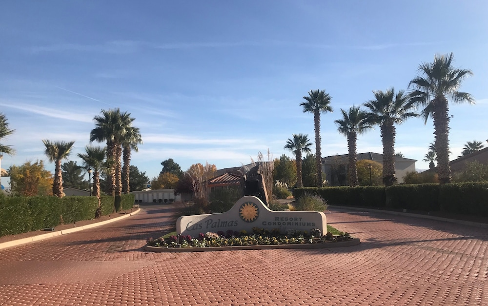 Property Grounds, Opulent Desert Oasis @ Las Palmas Resort