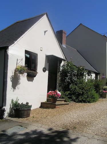 Situated on a Marked Walk in Beautiful Countryside - we are dog Friendly
