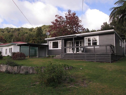 2 Bedroom Cottage , Rotoma. Beautiful Kiwi Cottage Next to Lake Rotoma