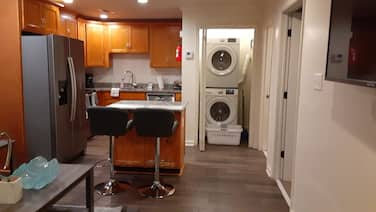 Updated 1-bedroom in Baton Rouge, w/ Washer/dryer