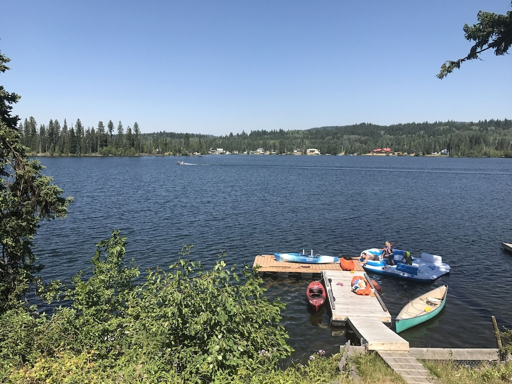 , Lake Front Home on Deka Lake for Multiple Families