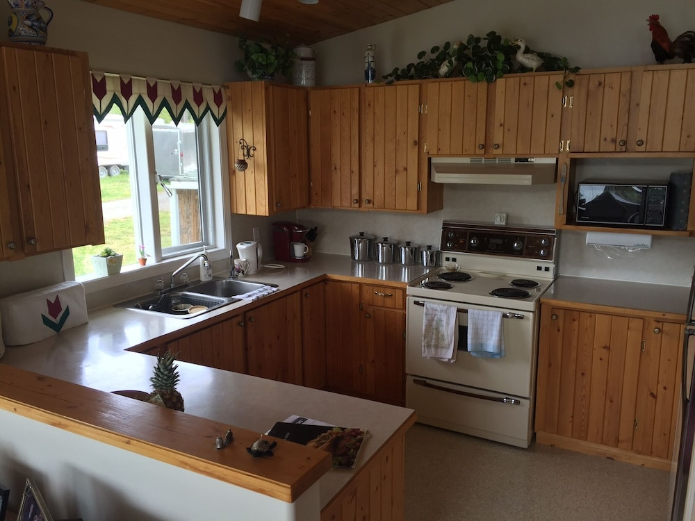 Private Kitchen, Lake Front Home on Deka Lake for Multiple Families