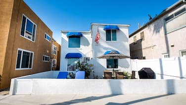Best Belmont Shore Location, Beach across the street, Alamitos Bay steps away!