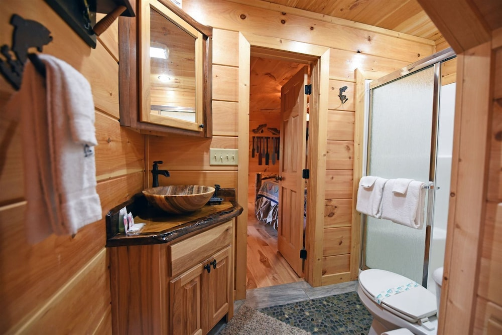 Bathroom, Golden Mountain Tops- Suches GA