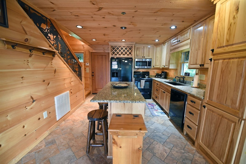 Private Kitchen, Golden Mountain Tops- Suches GA