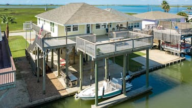 """REEL LIVIN""<br>Canal Front Home-Boat Lift and Beautiful views"