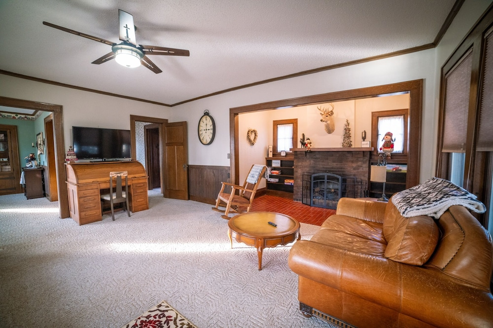 Living Room, Come and Enjoy our Pontoon and Home on the St Croix and Mississippi Rivers!