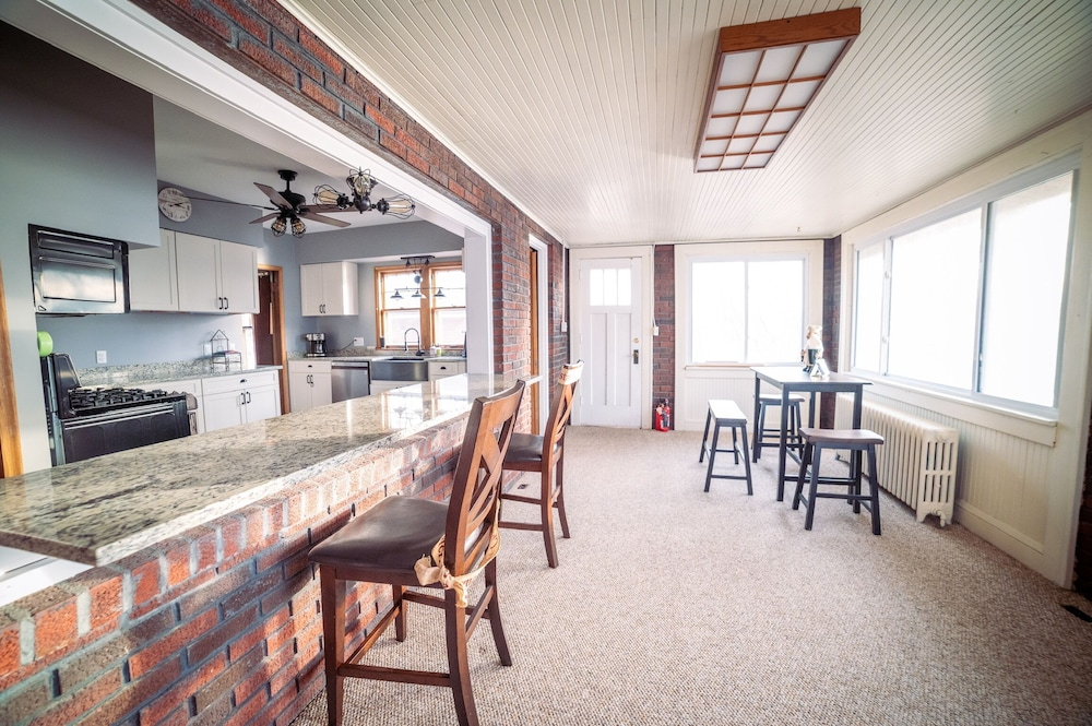 Private Kitchen, Come and Enjoy our Pontoon and Home on the St Croix and Mississippi Rivers!