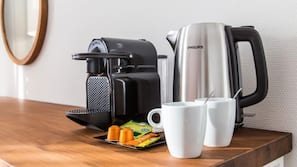 Fridge, coffee/tea maker, highchair
