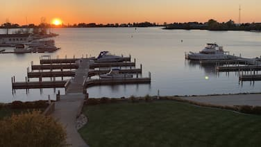 Great Sunset Views; Easy Access to Pere Marquette Lake and Park for Kiddos