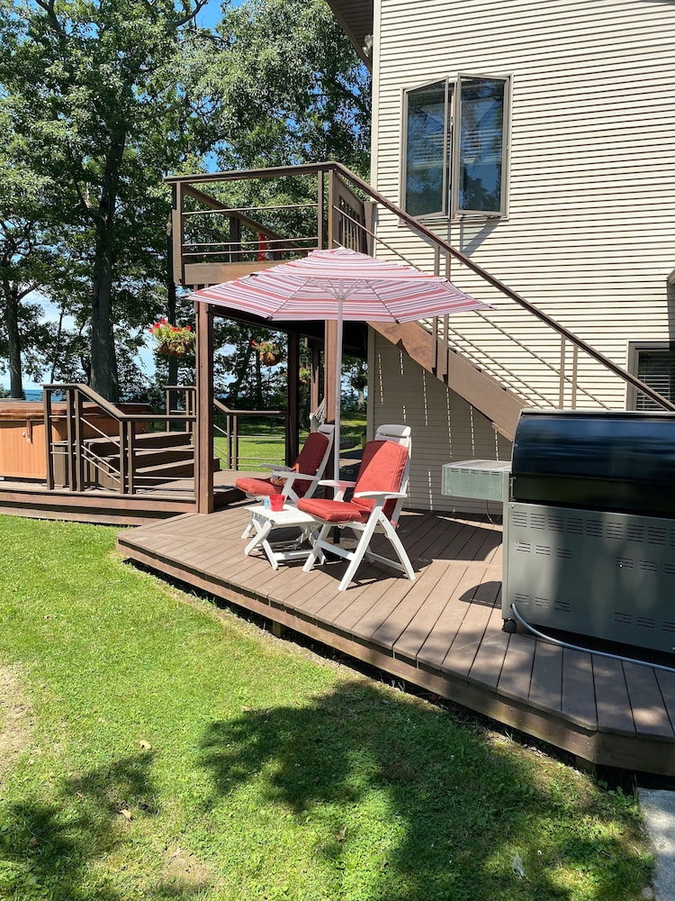 , Perfect Fall Weekend Getaway Waterfront Home