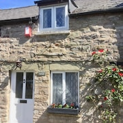Perfectly Located in Centre of Hay, Beautiful Cottage, Private Parking & Wifi
