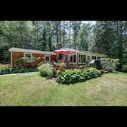 Cozy Berkshire home close to Lake Buel, Butternut and Great Barrington.