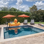 Orlando Waterfront Luxury Home Sleeps 8 with Game Room and private pool