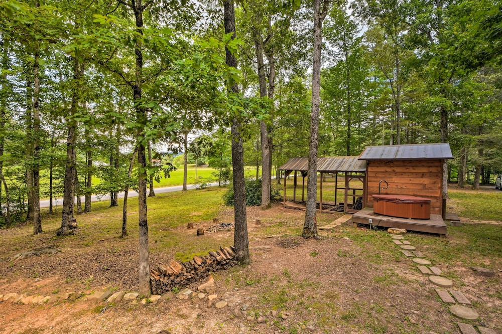 Property Grounds, Sweet Tea Hideaway w/ Fireplace, Trails + Angling!