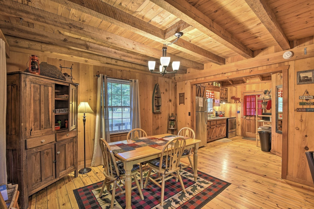 Private Kitchen, Sweet Tea Hideaway w/ Fireplace, Trails + Angling!