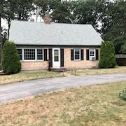 Beautiful Home in the Heart of Cape Cod. Close to Beaches, Restaurants and More!
