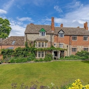 Grade 2 Listed Family Home on the Edge of the Ridgeway Trail