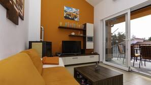 LED-Fernseher, Kamin, DVD-Player, Stereoanlage