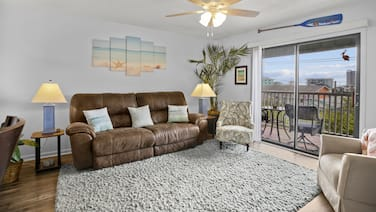 Latitude 34: Roomy Condo in A+ location, Walk to ☀beach/boardwalk★