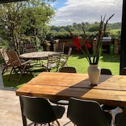 Entire 3 Bedroom Newly Converted Coach House and Garden, Awesome Views, pub