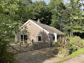 Captivating Cottage on Private Estate, Sleeps 6