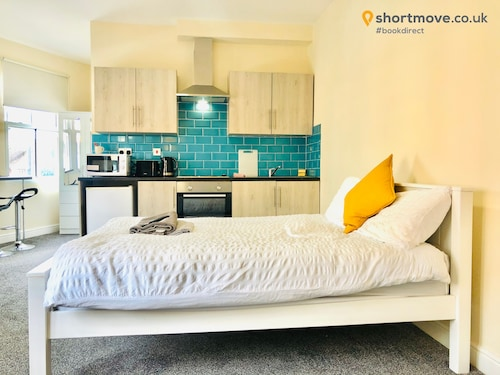 Shortmove City Centre Studios - Self Contained, Wifi, En Suite Shower