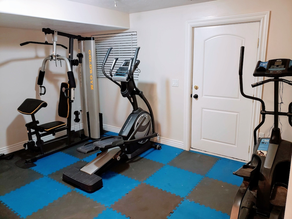 Fitness Facility, Suburban Retreat at the Foot of the Rockies: Sleeps 22+