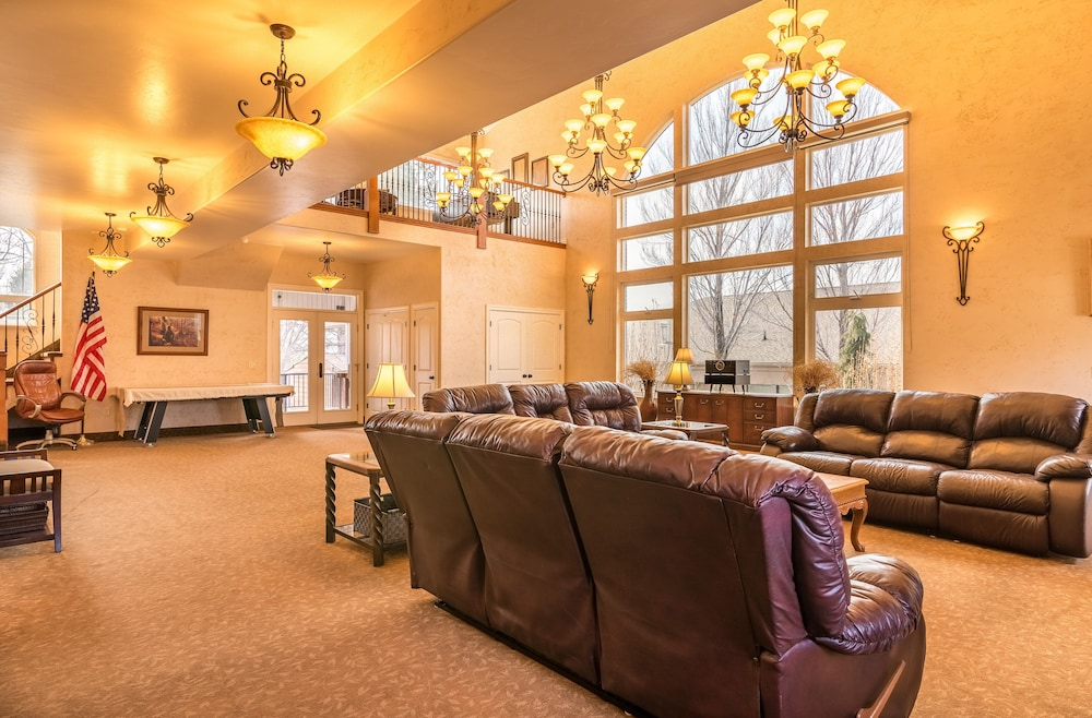 Meeting Facility, Suburban Retreat at the Foot of the Rockies: Sleeps 22+