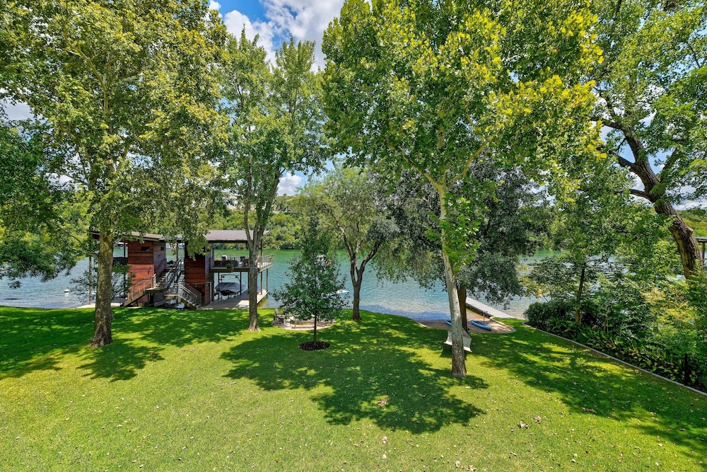 Property Grounds, Grand Lakefront : Pool, Spa, Dock & Kayaks 5 Bedroom Home