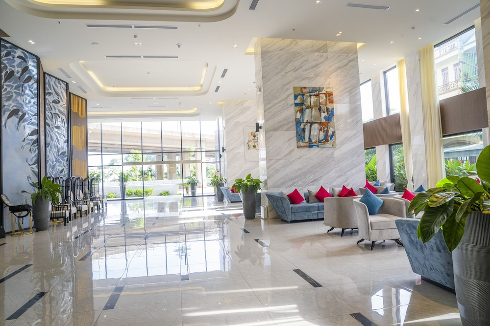 Interior Entrance, Ramada Hotel & Suites by Wyndham Halong Bay View