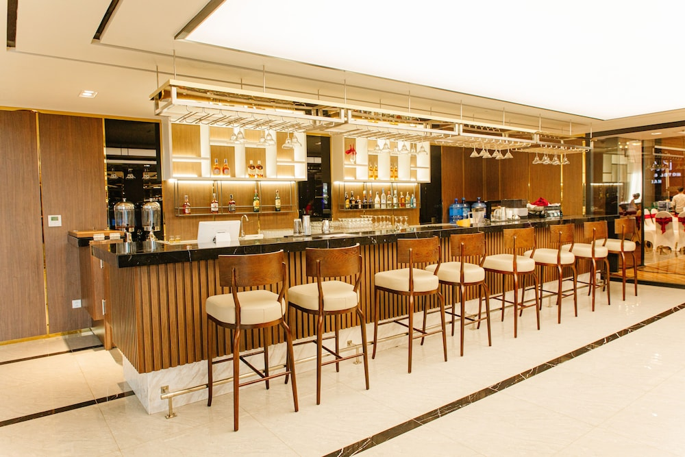 Snack Bar, Ramada Hotel & Suites by Wyndham Halong Bay View