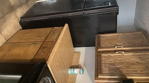 Microwave, coffee/tea maker, cookware/dishes/utensils