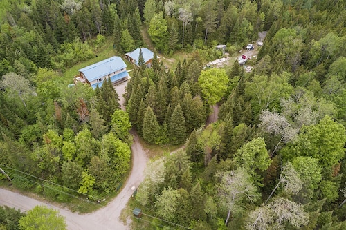 6 BR, 3000 SF , Own Waterfront , 25 Slps , Hiking Trails , 50 Acres , Hot tub