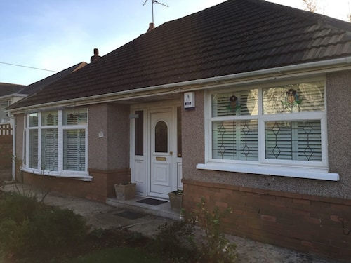 Lovely 2-bed House in Newport