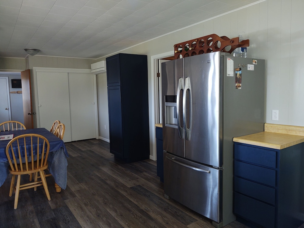 Private Kitchen, 1mile From Arcadia Bluffs Golf Course and Minutes From Private Beach on Lake MI