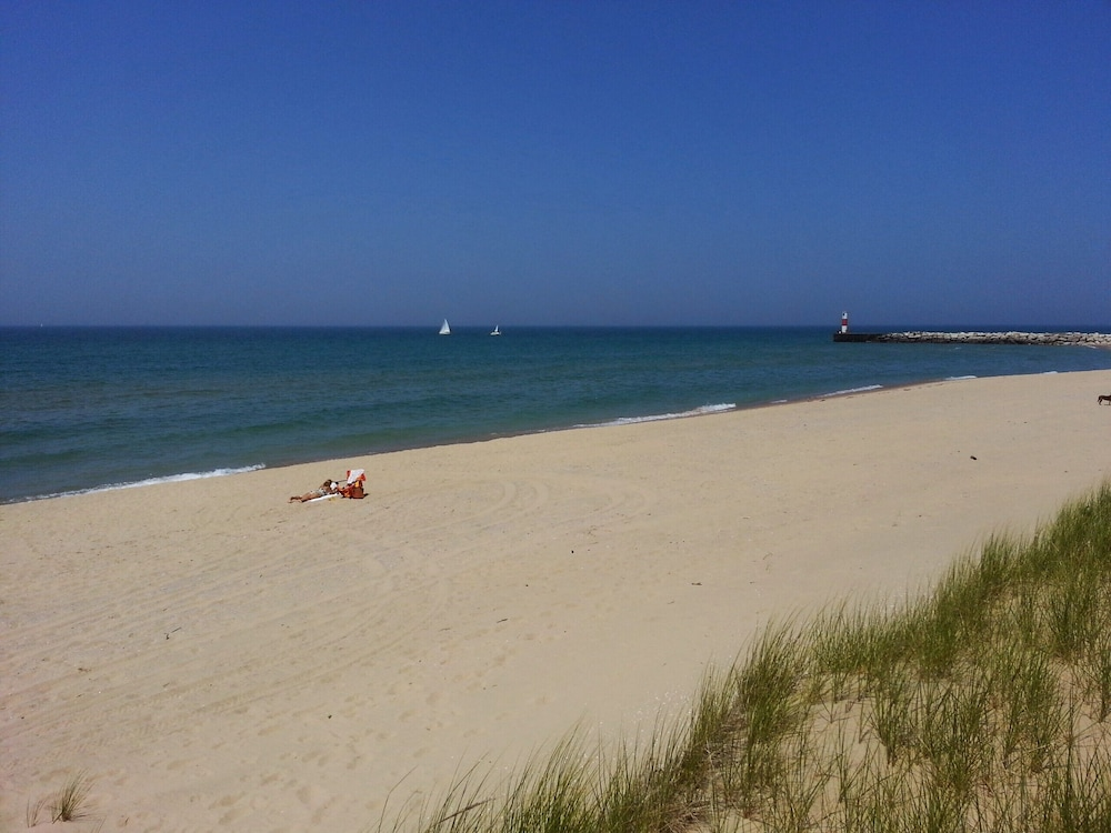 Beach, 1mile From Arcadia Bluffs Golf Course and Minutes From Private Beach on Lake MI