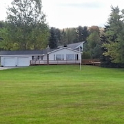 1mile From Arcadia Bluffs Golf Course and Minutes From Private Beach on Lake MI