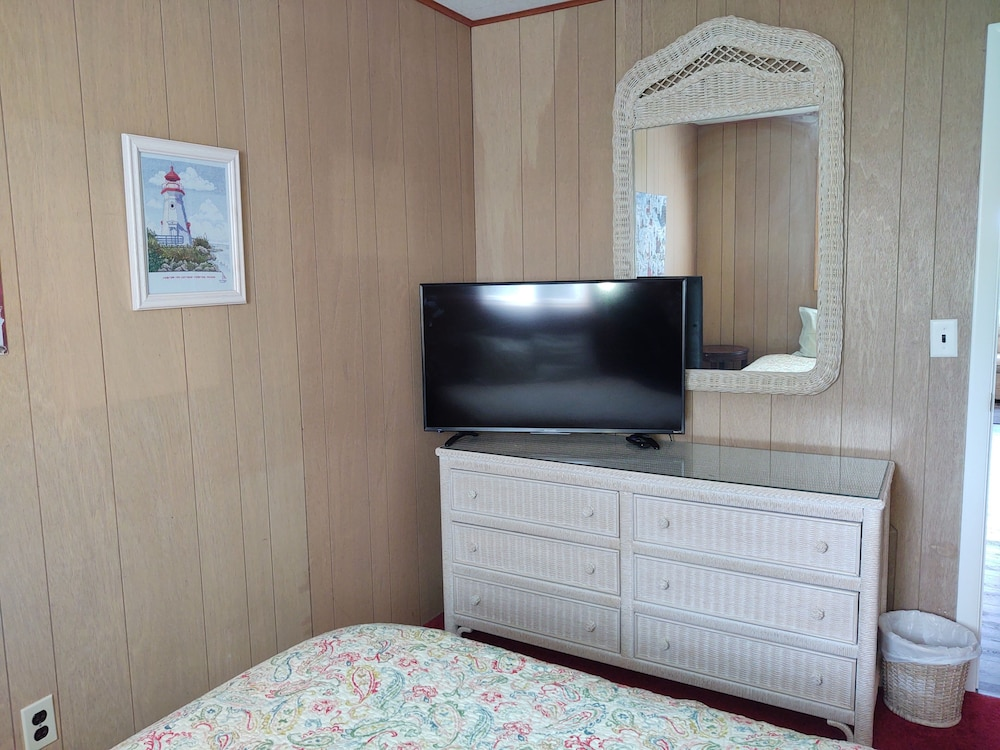 Room, 1mile From Arcadia Bluffs Golf Course and Minutes From Private Beach on Lake MI