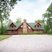 Lakeside Log Cabin  Getaway Farm LLC