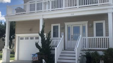 Beautiful Home - 2 Blocks From the Beach