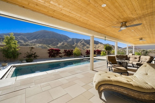 Brand New Luxurious Desert Home With Stunning Views and Amazing Location!