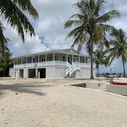Castaway To Sugarloaf Key Waterfront—Bring Your Boat—Corner Lot