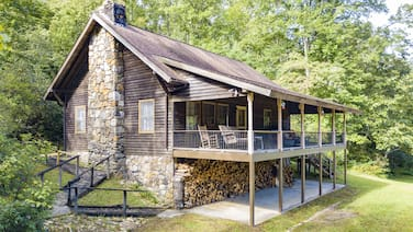 Berrey Patch is a Private Cabin on Nice Flowing Creek and a Pond. Internet